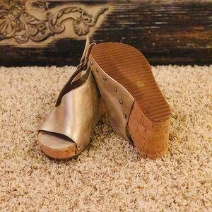 Antelope Shoes EUC
